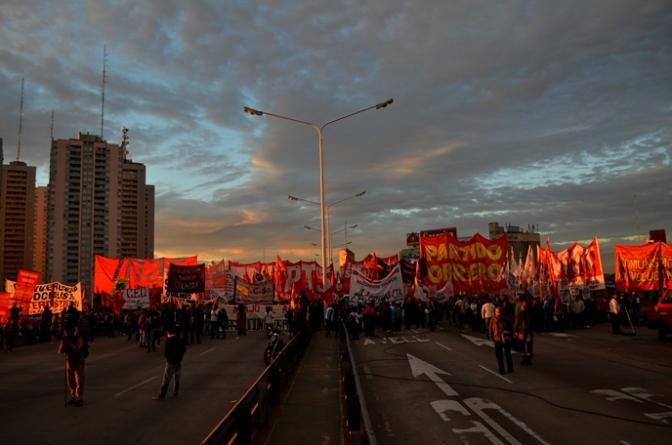 Argentina: Huelga histórica con fuerte presencia de la izquierda. Destacada presencia del nuevo Mas en los piquetes.