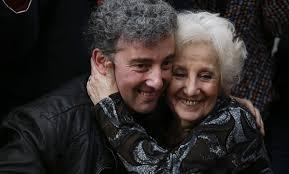 Celebramos la recuperación de la identidad del nieto 111 de las Abuelas de Plaza de Mayo, Argentina.