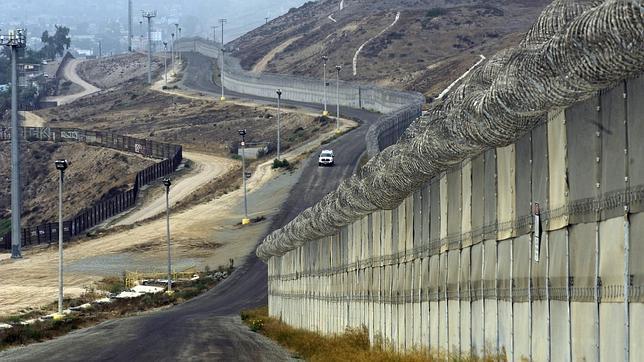 Abajo el muro racista de Trump